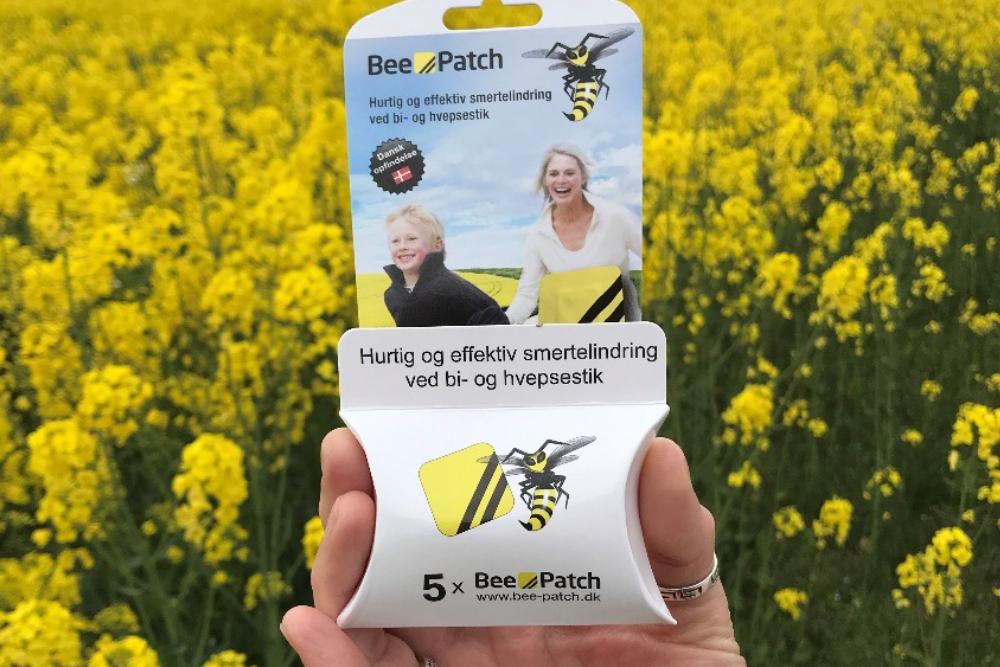 Plaster til behandling af bi- og hvepsestik